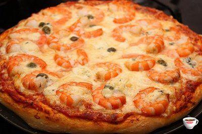 Пицца с моцареллой и креветками