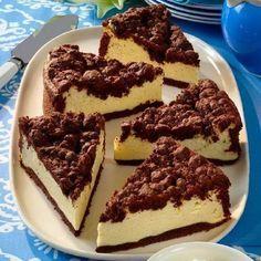 Hozzávalók:  A tésztához: 40 dkg liszt 5 dkg kakaópor 1 csomag sütőpor 20 dkg cukor 20 dkg margarin 2 tojás A töltelékhez: 3 tojás 15 dkg cukor 2...