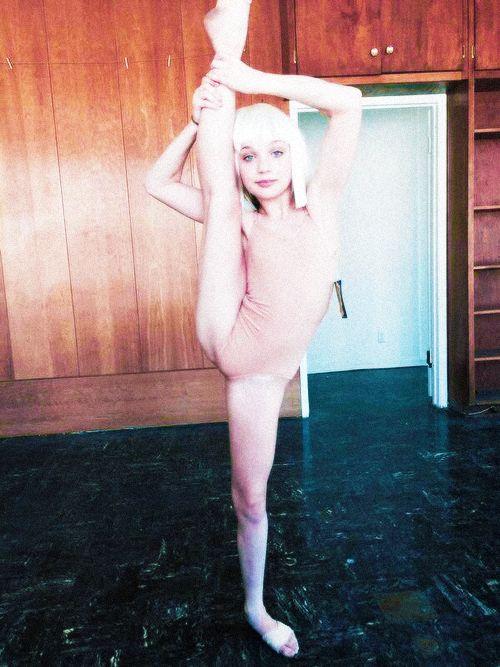 25+ unique Chandelier video ideas on Pinterest | Sia chandelier ...