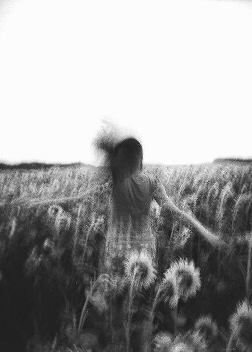 · Aceleración a flor de piel · Sentiremos la aceleración de día; de noche. Solos. Y aceleración al cuadrado, si es contigo. Carne de gallina. Aunque duermas.