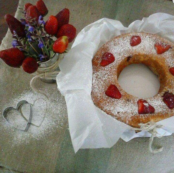 Our strawberry cake made with organic and local ingredients La nostra torta di fragole fatta con ingredienti locali e biologici #Abruzzo #travel #italy #abruzzosegreto #breakfast #navelli
