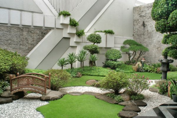 what are the elements of Japanese garden design | Refreshing little garden borrowing heavily from the Japanese motif
