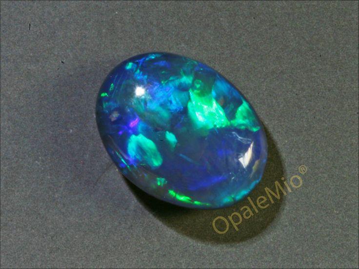 Immagina il tuo anello con questo opale nero australiano... Imagine your ring with these australian natural black opal minerals gems jewellery