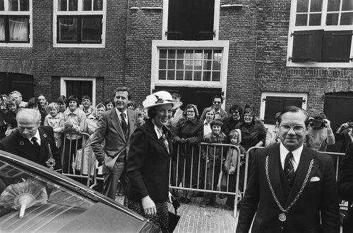 Fotocollectie » Prinses Beatrix en Prins Claus bezoeken Schouwen Duiveland ; aankomst/ Midden, H… | gahetNA