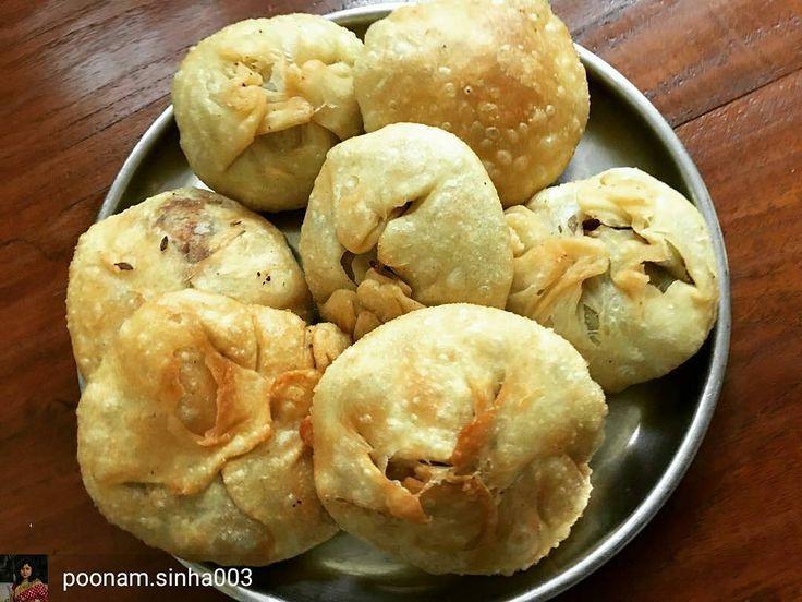 Via @poonam.sinha003 -  Pyaz Ki kachori #foodpics#delicious#deepfried#crispy#spicy#homemade #Foodiye #indianfoodiye #MumbaiFoodiye #IncredibleIndia .  Follow  @Mumbai_Foodiye  Follow  @Indian_Foodiye   Tag THREE friends to make them hungry