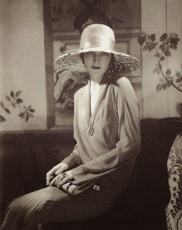 Chapeau par Lanvin, Vogue, 1928 // by Edward Steichen