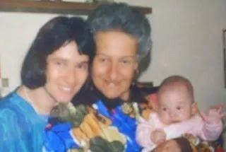 Madre, hija y nieta!!! Las tres generaciones en esta linda foto.