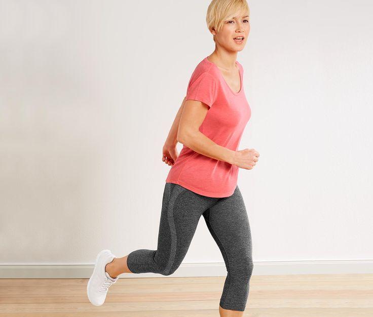 299 Kč Sportovní oblečení pro maximální komfort  Tyto prodyšné legíny tříčtvrteční délky skvěle odvádějí tělesnou vlhkost a při sportování poskytují maximální pohodlí.
