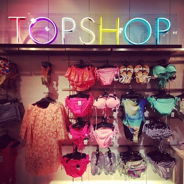 Get a discount on TOPSHOP:  http://www.studentrate.com/itp/get-itp-student-deals/TOPSHOP-Student-Discounts--/0
