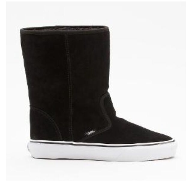 I want these awesome vans boots so bad!!! Suede slip on vans boots