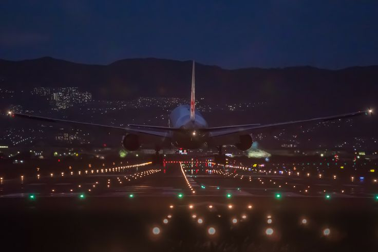 Night flight by Ryusuke Komori on 500px