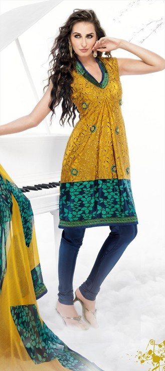 Now show yourtToned arms along with your curves. Indian Salwar Kameez goes sleeveless.