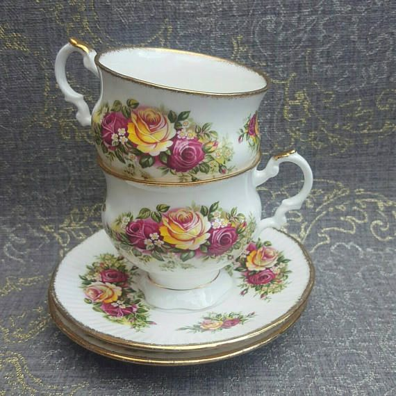 Vintage Elizabethan cups and saucer set of 2 english garden roses tea cups shabby chic tea party bridal shower Etsy shop https://www.etsy.com/nl/listing/535704605/vintage-elizabethaanse-bekers-en-schotel
