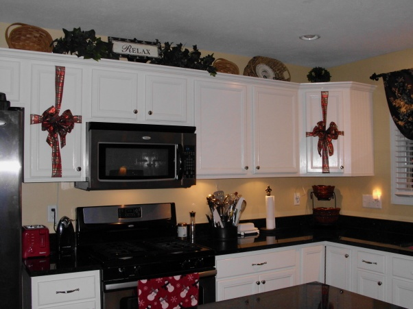 Decorating Kitchen Cabinet Doors For Christmas