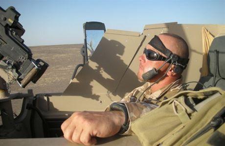 """""""Hrál jsem počítačové hry před svým odjezdem do Afghánistánu a realita se od nich příliš neliší. Všechno je rychlé, musíte pořád reagovat. Rozdíl je v tom, že se nemůžete sejfnout a loudnout,"""" říká v rozhovoru poručík ve výslužbě Lumír Němec, jenž v letech 2007 až 2008 velel operačnímu družstvu speciální jednotky SOG v Afghánistánu."""