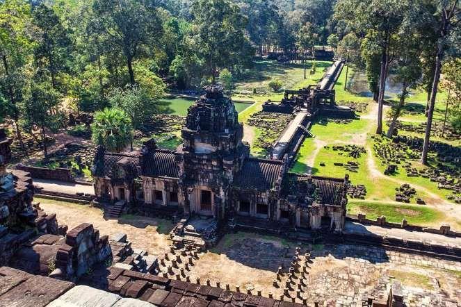 Не меньший интерес для искателей и архитекторов множества стран представляет то, что Храм стоит на в... - Shutterstock.com