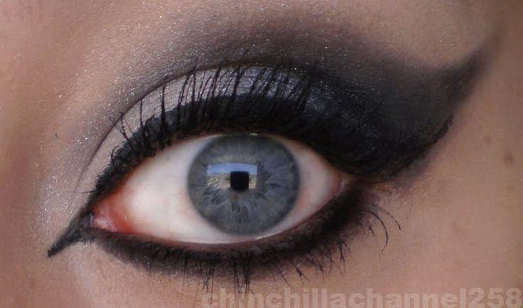CookingChinchillas: Super dramatic Gothic cat eye make up