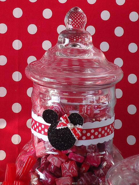 minnie mouse birthday party ideas | love to grab one of these Minnie Mouse Homemade Marshmallows!