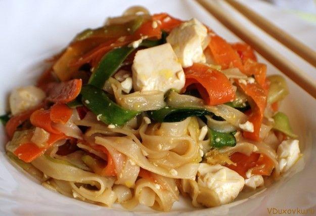 Вегетарианские и веганские рецепты: Рисовая лапша с тофу