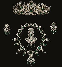 Crown jewels of SwedenFamilies Emeralds, Royal Families, Emeralds Parure, Jewelry Sets, Danishes Crowns, Crowns Tiaras, Danishes Royal, Crowns Jewels, Royal Jewels