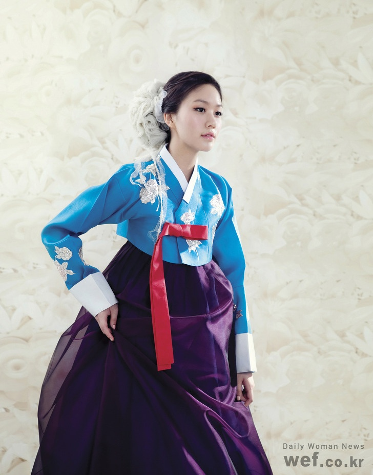 Hanbok, Korean Traditional Dress  Take me back to South Korea, cause I still need to try this on!!!