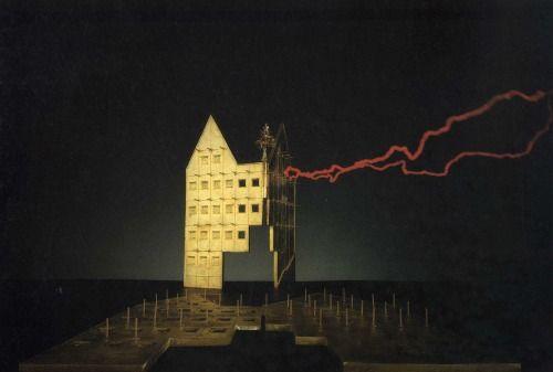 static / Adolfo Natalini / 1980-1984 / una casa in Saalgasse Nr.4 sul Romerberg a Francoforte / modelli in bronzo dorato di David Palterer / foto di Mario Ciampi