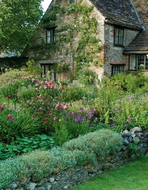 Bob and Sue Foulser's English cottage garden, Cerne Abbas, Dorset