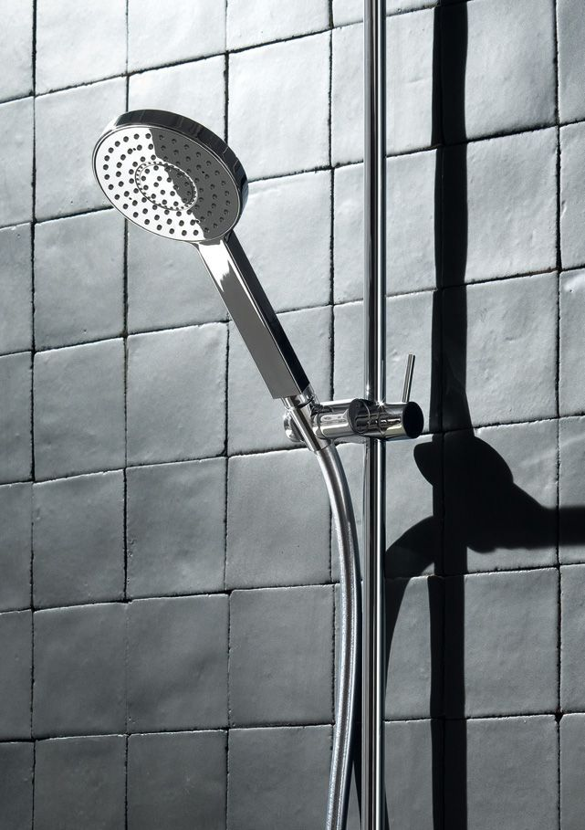Aesthetically, the shape of each Mare component looks like a prism on an oval base. This leads to the creation of long, curved lines resulting in a unique design. #fantini #fratellifantini #fantinirubinetti #design #bathroom #bagno #rubinetto #faucet #faucets #homeideas #luxurydesign #luxury #shower #doccia