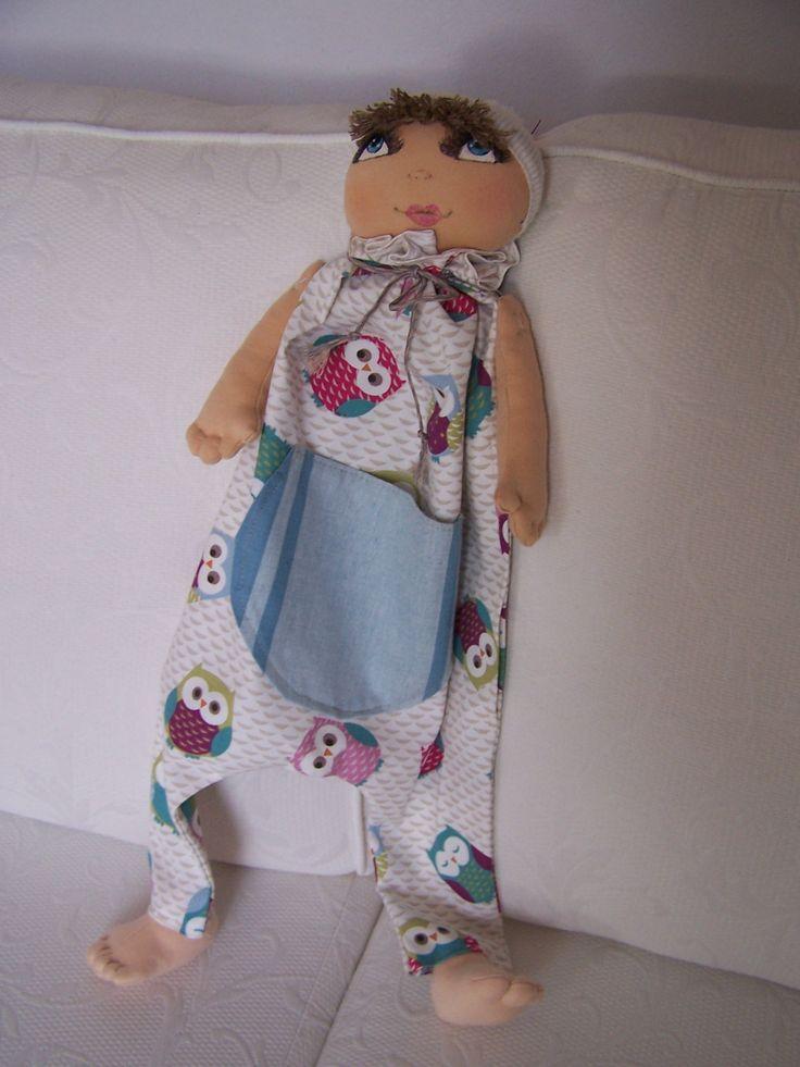 Pour une petite fille coquette, range-pyjama entièrement fait main, ouverture sur le côté. La pochette devant peut contenir ses petits secrets ou pour ranger ses doudous la journée ! http://guilou.alittlemarket.com