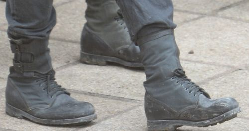 Attention to detail: Peeta's shoelaces are double-knotted. :')
