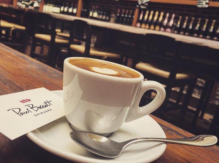 新宿でふと時間が空いた時、人ごみに疲れた時、街自体が大きすぎてどこに行っていいかわからないことありませんか?新宿にはチェーン店から個人経営のこじんまりとしたお店まで多くのカフェがあるんです。今回はその中から人気の20店厳選してご紹介します。
