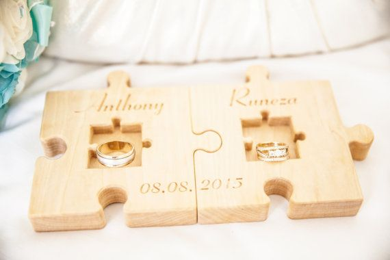 Personalized Wood Wedding Ring Bearer Pillow di KlikKlakBlocks