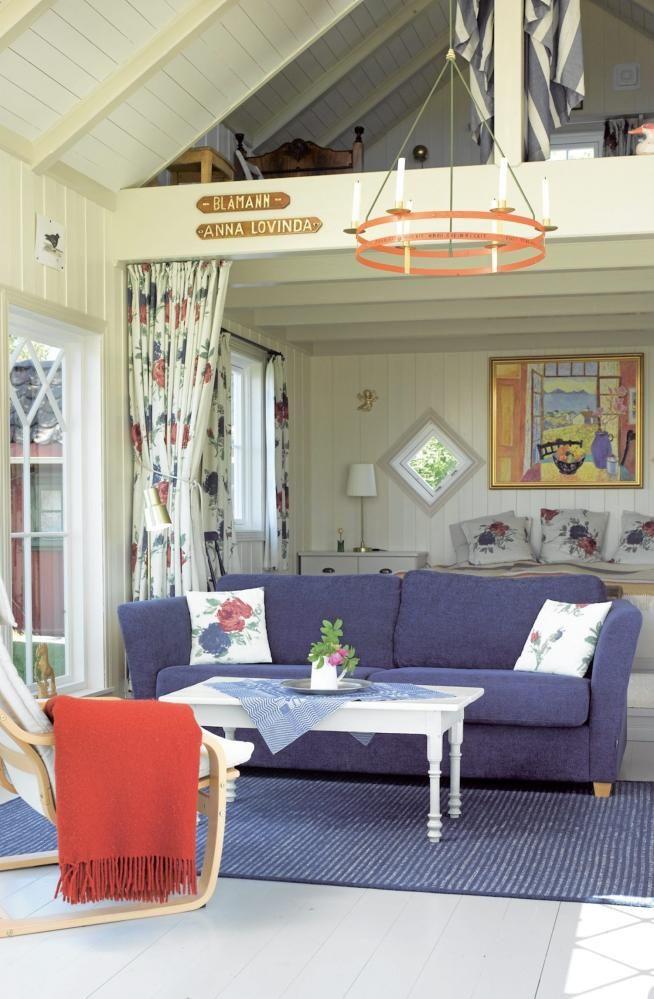 Praktisk løsning: Under hemsen med senger til to, er det plassert en dobbeltseng.