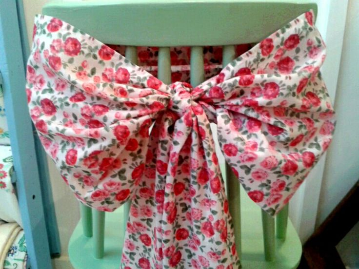 Lovely floral chair sashes are perfect for a vintage wedding...