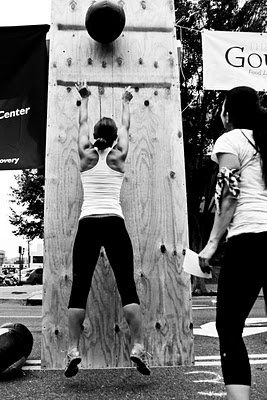 CrossFit workouts you can do at home that are 20 minutes or less and kick your butt! Great way to try it out!