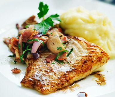 Smörstekt torsk med champinjoner och bacon