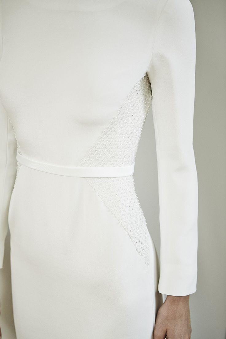 Modern dress des moines - 25 Best Ideas About Sleek Wedding Dress On Pinterest Rosa Clara Wedding Dresses Sarah Seven Wedding Dresses And Modern Wedding Dresses
