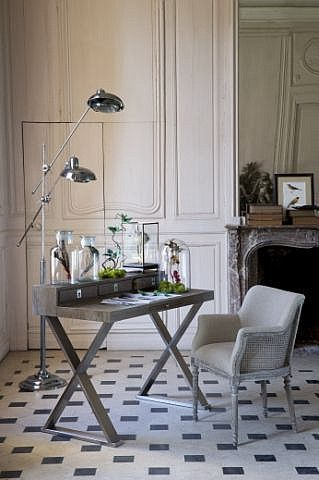 Кабинет в современном стиле с элементами французской классики