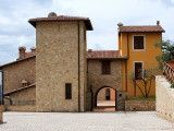 Tuscan style houses apartments for sale and long-term lease in Umbria.
