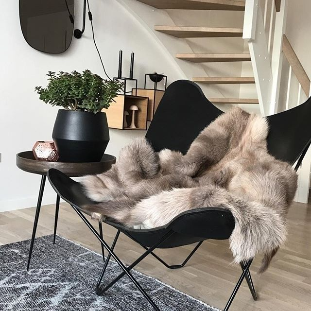 Have the winter blues? There's nothing like a sheepskin throw to bring back the warm and fuzzy feelings!  Thanks to @homeplants for this cozy photo of their inviting Butterfly chair!
