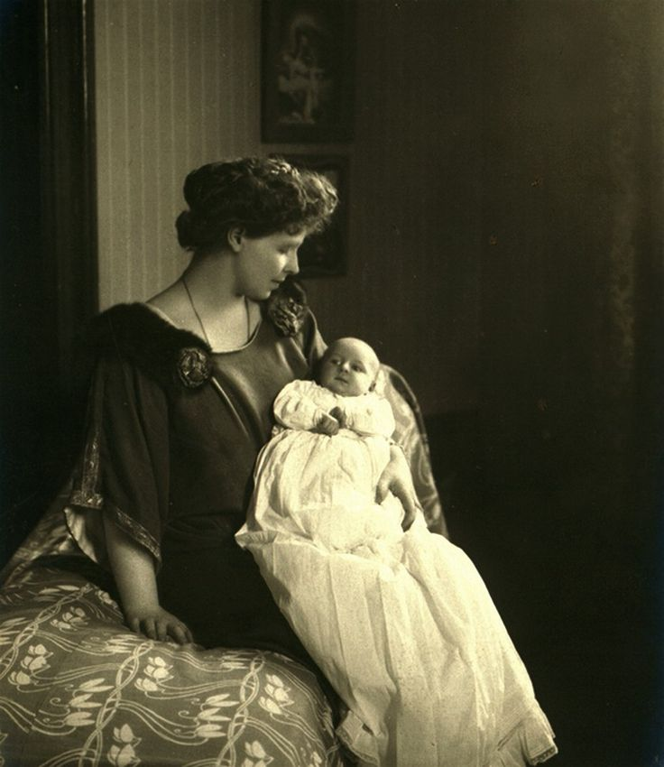 Crownprincess Marie of Romania with baby Ileana. 1909