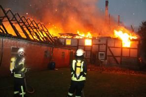 Blitzeinschlag: #Brand zerstört Bauernhof