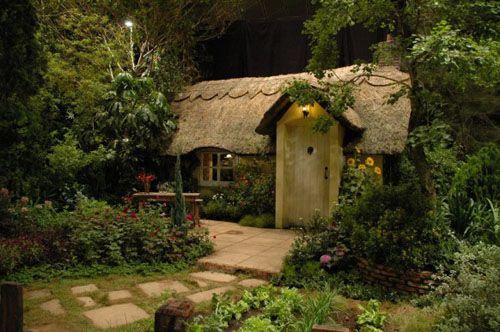 i love Fairytale Cottages: Summer House, Little House, Tiny Cottages, Hobbit House, Tiny Home, Little Cottages, Small Cottages, Cottages Home, Fairies Tales
