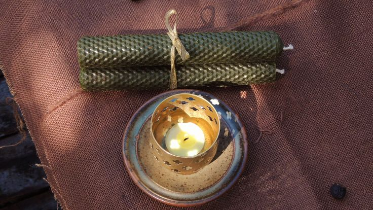 Hand rolled beeswax candles are made in New Zealand on our premisis. They are 23cm in length and 10cm in diameter. They have a burn time of approximately 1.5 hours. Our natural candles give a rustic ambiance with their delicate honey aroma. They come in packs of 5