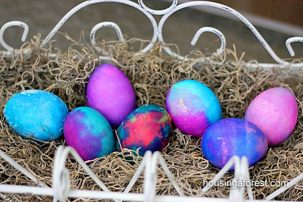 Volcano Easter egg experiment. → Materials: baking soda, food coloring, eggs, paint brushes, and vinegar.