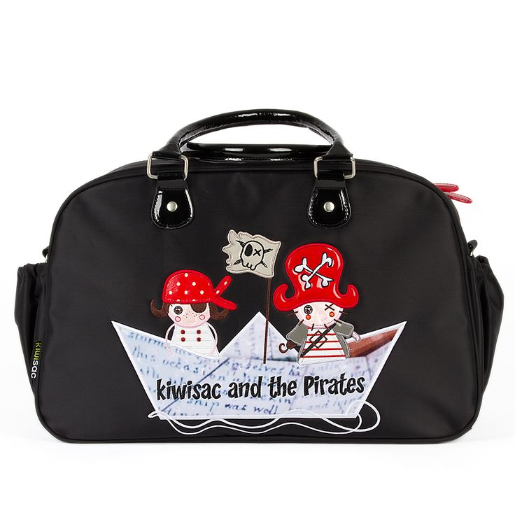Bolso maternidad espacioso y multifuncional con los piratas surcando los mares en su barquito de papel.