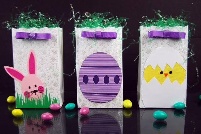 Tutorial and free Die cut file downloads to make a bunny, chick and Easter egg treat bag. Great for school holiday parties or as a gift for your kids.