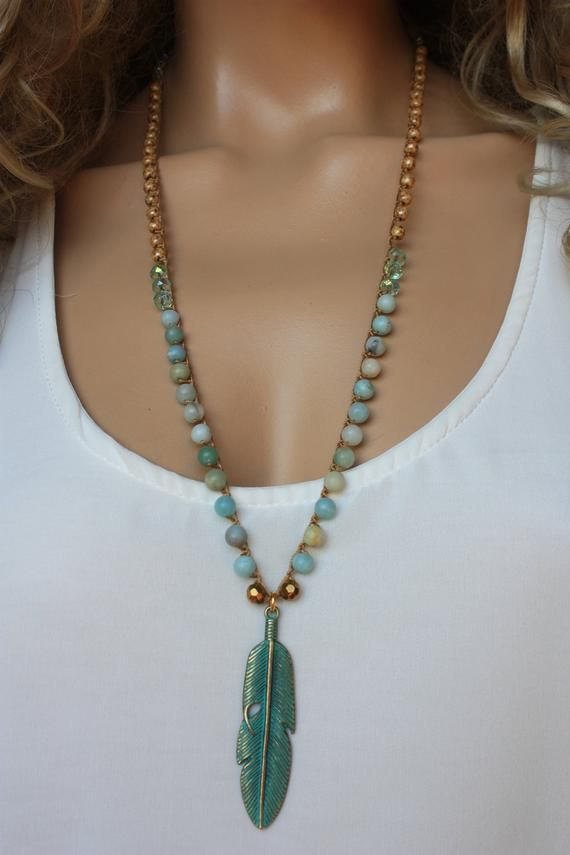 Amazonite Crochet Necklace, Patina Feather Charm Strandschmuck