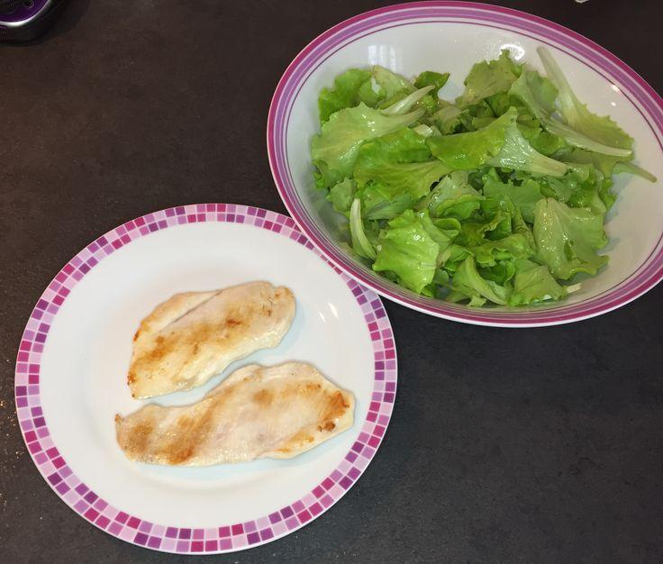 Buon appetito... teniamoci leggerei  #bellezzaprecaria #pranzo #lunch #lunchtime #teniamocileggeri #pranzolight #lightlunch #food #foodgram #foodporn #foodlover #kitchen #cucina #pollo #chicken #salad #dieta #diet #healthyfood  #healthylunch #health #healthyeating
