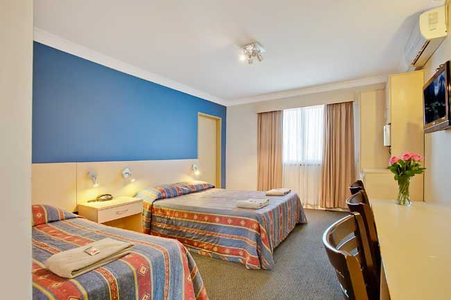 Econo Lodge Moree Spa Motor Inn accommodation consists of quiet, clean, spacious rooms with comfortable beds to ensure a good night's sleep.